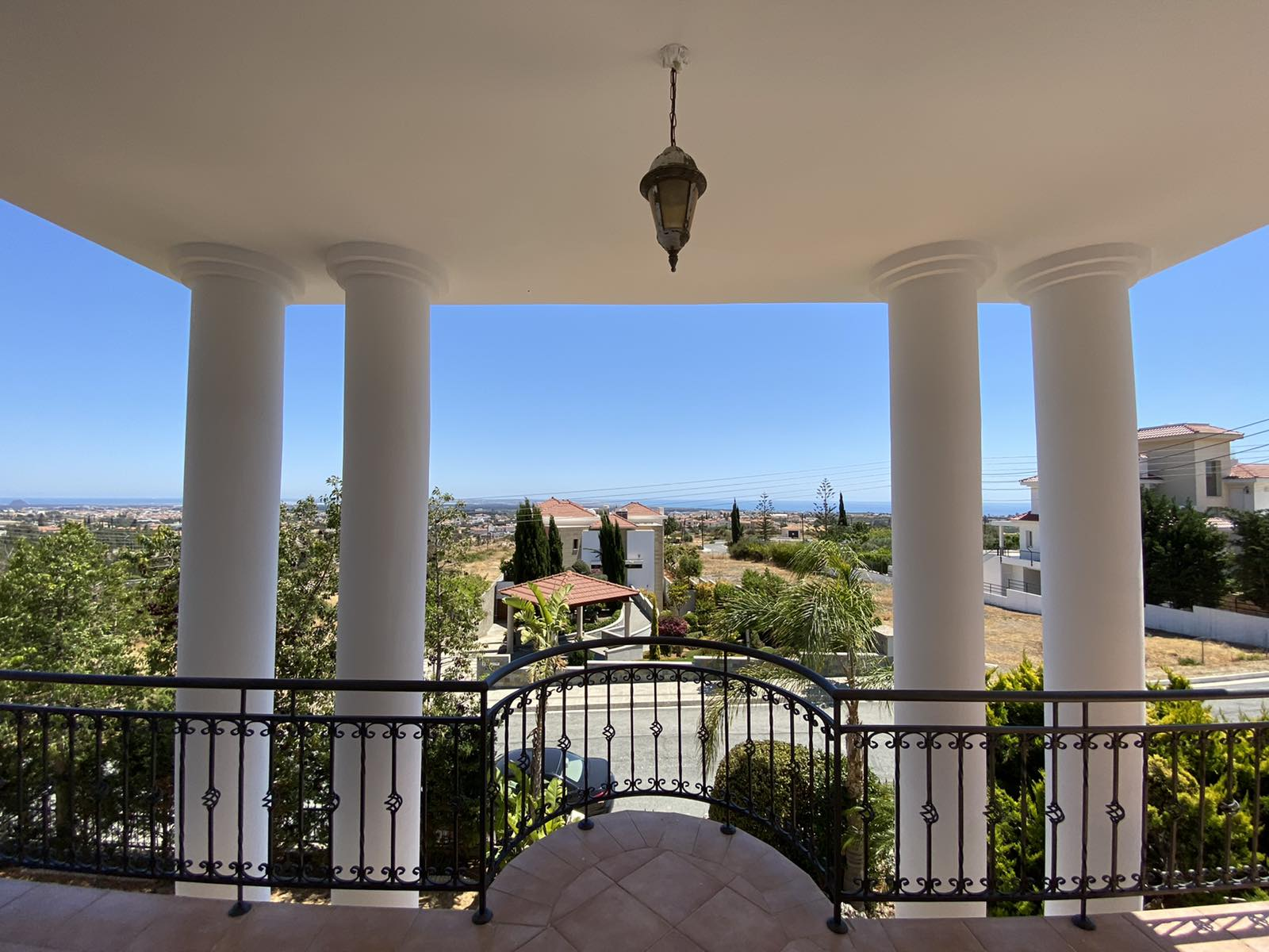 Luxury 4 bedroom detached house with office in Erimi