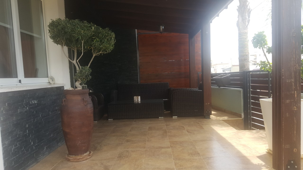 4 Bedroom ground floor flat in Zakaki