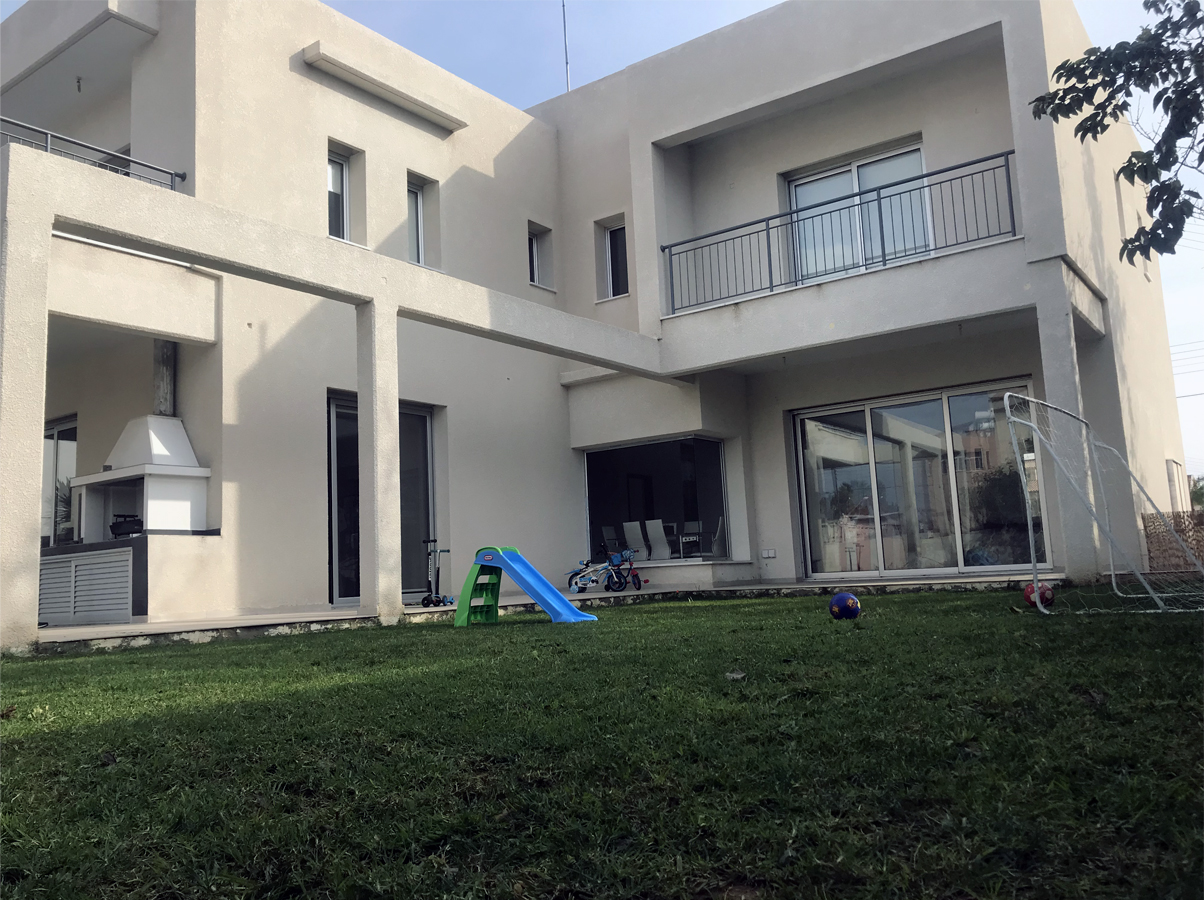 Detached house  located in Zakaki area, near casino and My mall