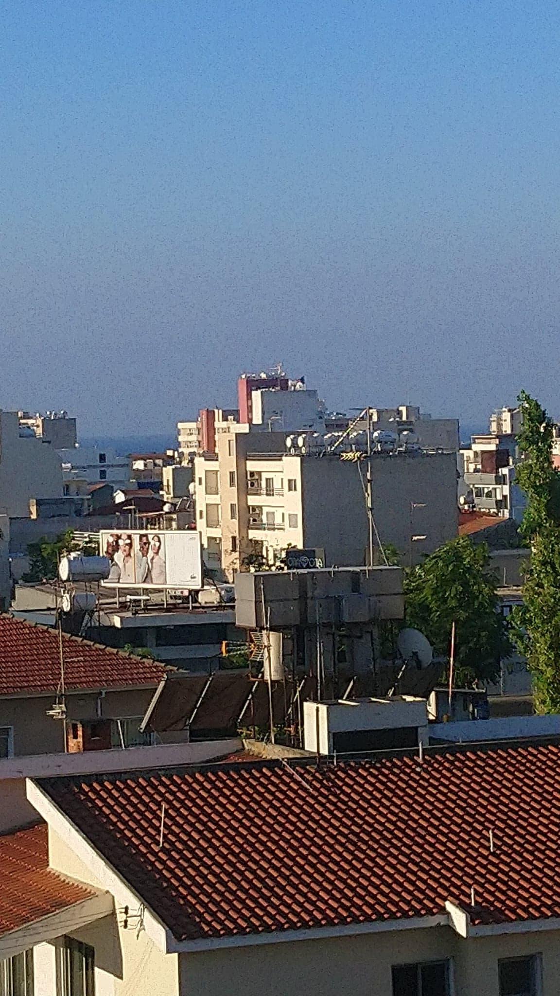 A corner building 4 floors near Agia Zoni