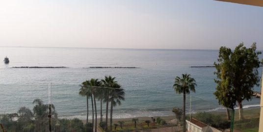 Όμορφο Διαμέρισμα 2 υπνοδωματίων στον Άγιο Τυχώνα  μπροστά στην παραλία