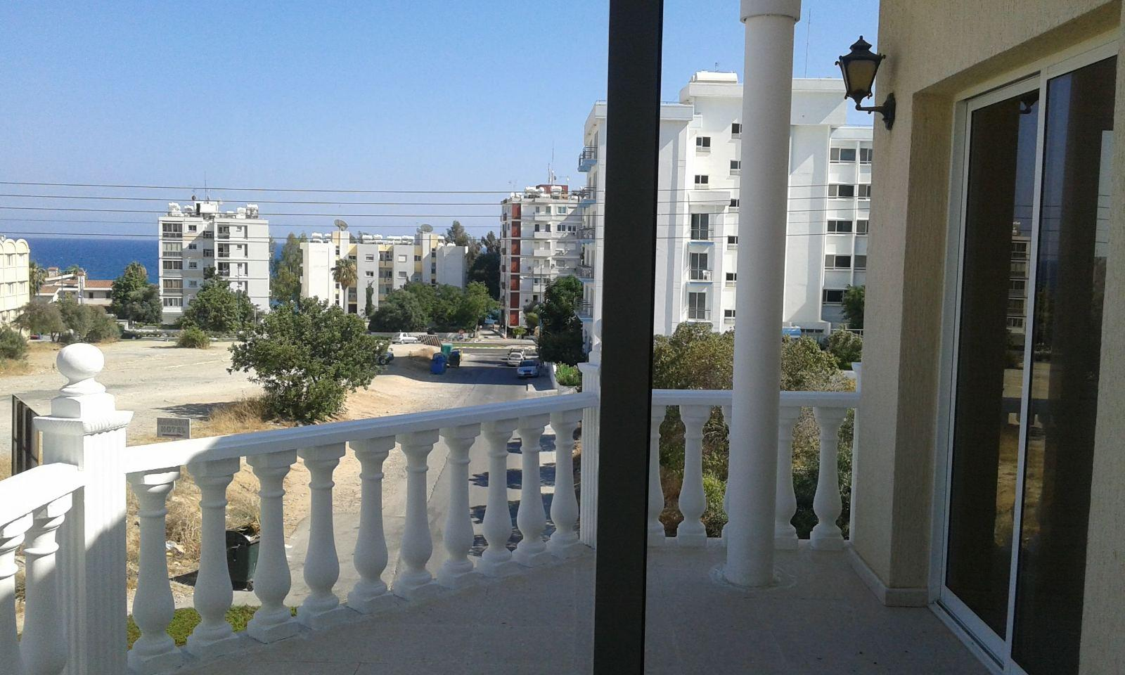 4 bedroom beautiful villa near the sea in Agios Tychonas