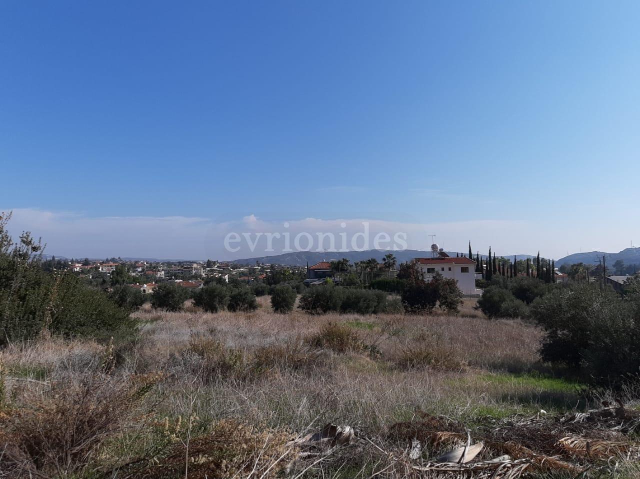 Residential land in Pyrgos village