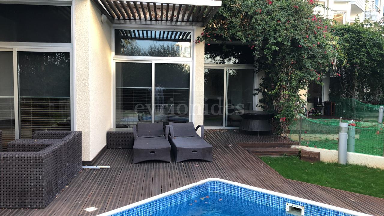 2 Bedroom ground floor apartment with private pool and garden