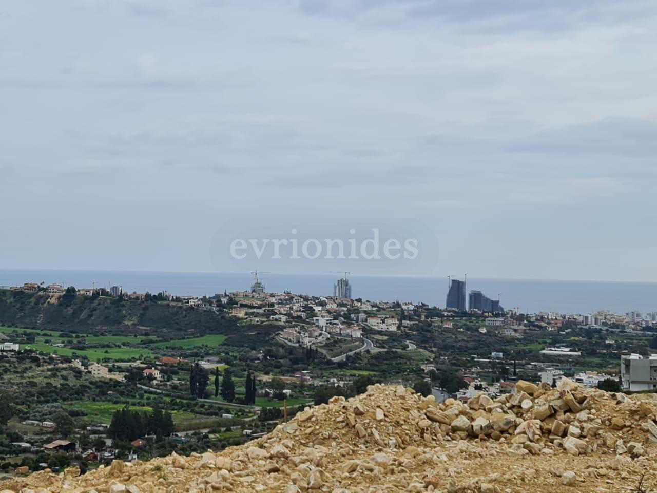 Large plot of land in Germasogia village