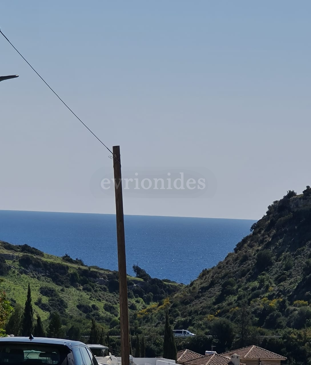 Residential corner plot of land in Agios Tychonas