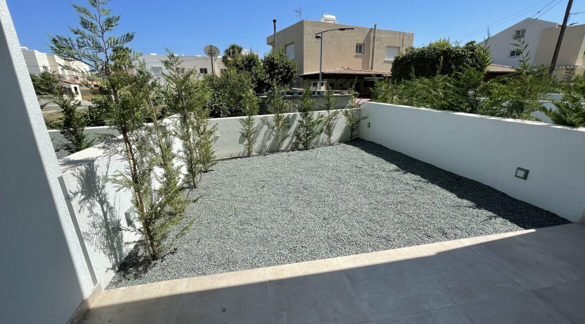 Three Bedroom Three Floors Townhouse In The New Secured Complex (16)