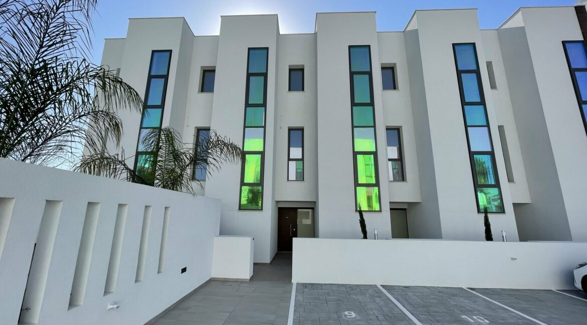 Three Bedroom Three Floors Townhouse In The New Secured Complex (24)